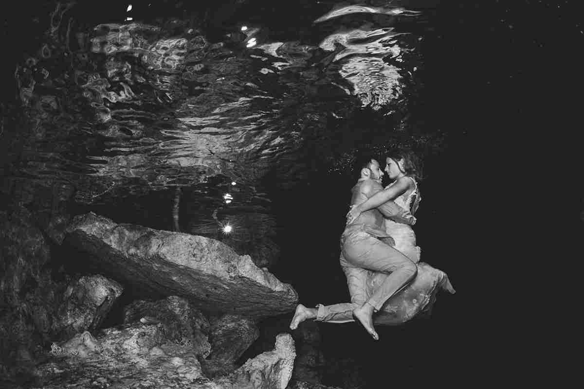 Underwater cave session